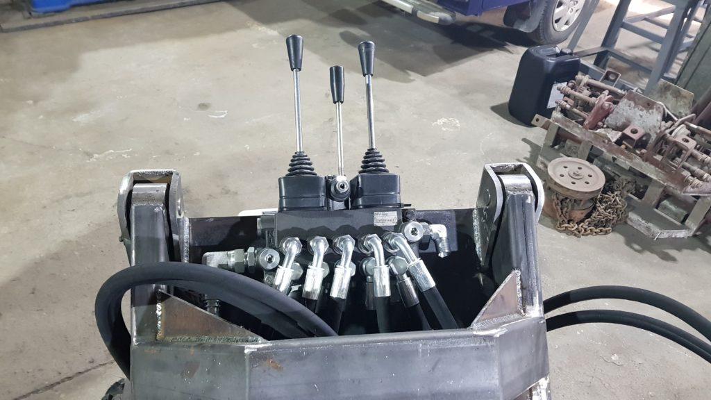 компания производит срочный ремонт и изготовление рукавов высокого давления. Две сертифицированные мастерские в Кингисеппе и в Вистино порт Усть-Луга